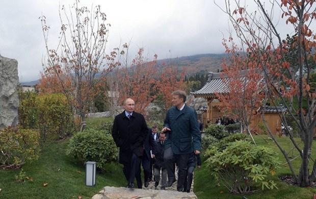 Путин провел в Крыму совещание. Что еще делал и с кем встречался Президент на Южнобережье