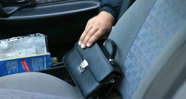 Не оставляйте деньги в машине. Симферопольский вор «поживился», но радовался недолго