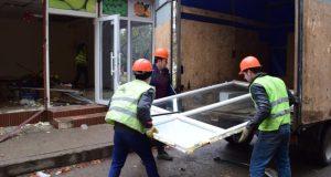 В Симферополе продолжается снос незаконных торговых точек и ларьков