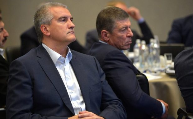 Путин в Крыму проводит совещание «без галстуков»