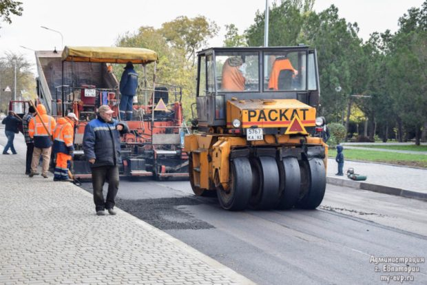 В Евпатории завершают капитальный ремонт улицы Бартенева