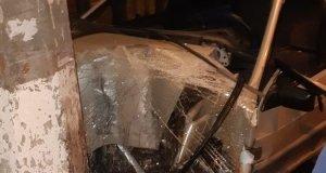 Смертельное ДТП в Симферополе. ВАЗ врезался в столб, водитель погиб