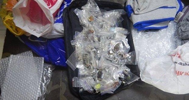 Почти два килограмма украшений выявили крымские таможенники в багаже гражданки Украины