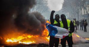 Пресс-секретарь Президента РФ назвал клеветой заявления о причастности России к протестам во Франции