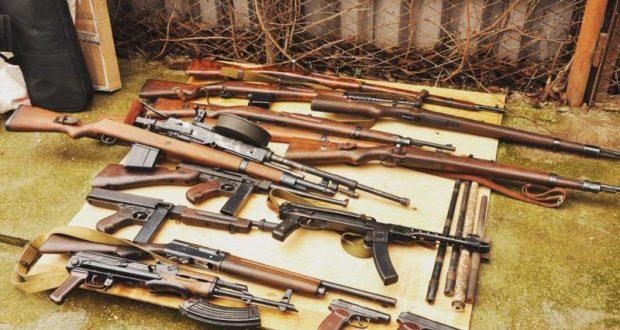 В Севастополе оперативники ФСБ обнаружили в жилом доме склад и цех по переделке оружия