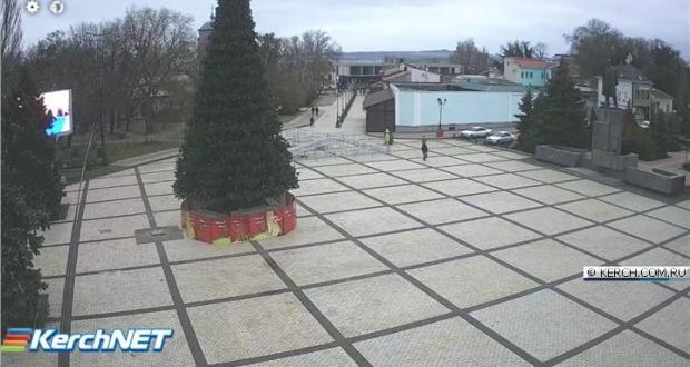 В Керчи установили главную городскую ёлку