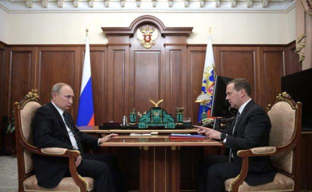 Владимир Путин поручил Дмитрию Медведеву проконтролировать исполнение нацпроектов в регионах