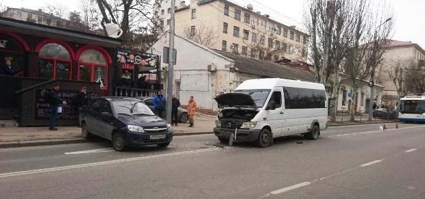 В Севастополе несовершеннолетний пассажир автобуса стал участником ДТП