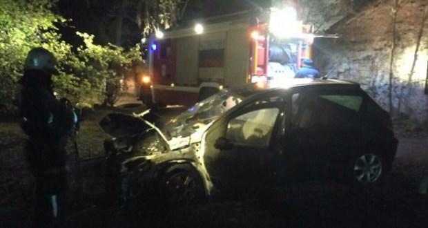 Отомстил. 26-летний крымчанин спалил авто своей подруги