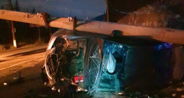 Ночное ДТП на трассе «Симферополь – Ялта». «Mazda 3» на полном ходу врезалась в столб