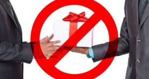 Врачей и учителей приравняют к госслужащим... в запрете на получение подарков