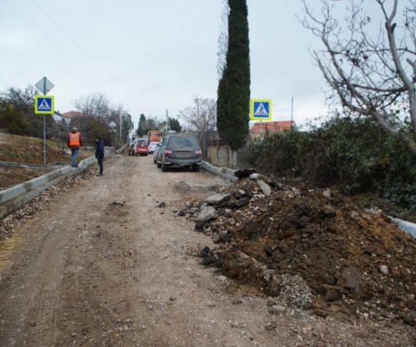Власти Севастополя в 2019 году намерены отремонтировать 100 км автодорг