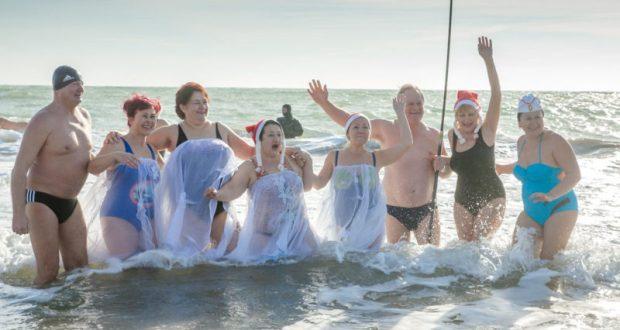 7 января в Евпатории - рождественский слёт моржей