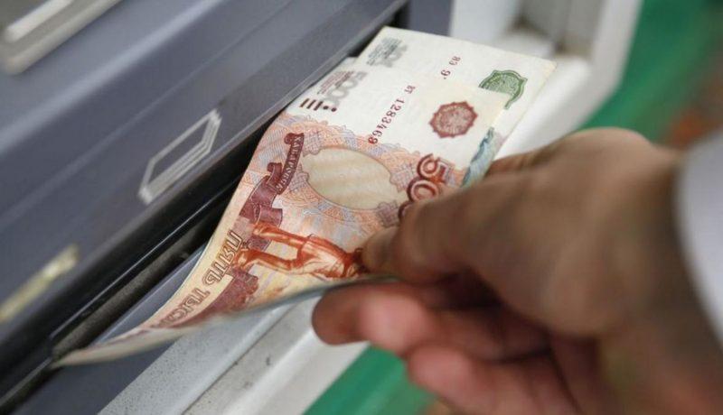 """В Симферополе пенсионерке """"повезло"""" - банкомат выдал 40 тысяч рублей """"просто так"""""""