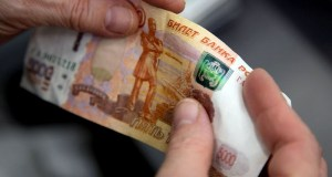Крымчанин хотел расплатиться в магазине пятитысячной фальшивкой. Ответит «за хранение и сбыт»
