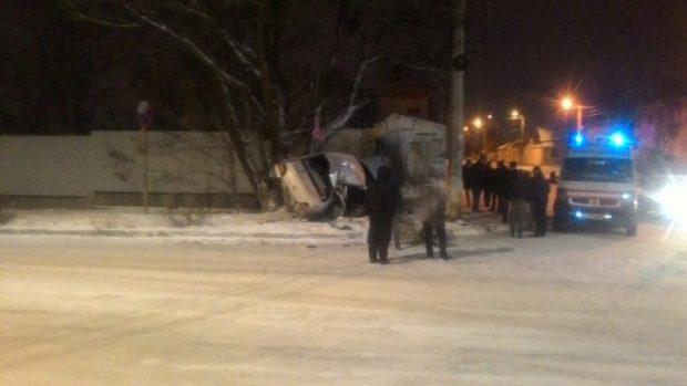 Вечернее ДТП в Симферополе. «Peugeot» - в стене