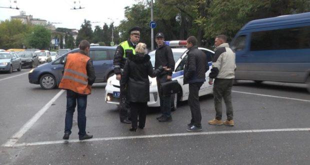 В Севастополе водители и пешеходы нарушают ПДД. Ещё как нарушают...
