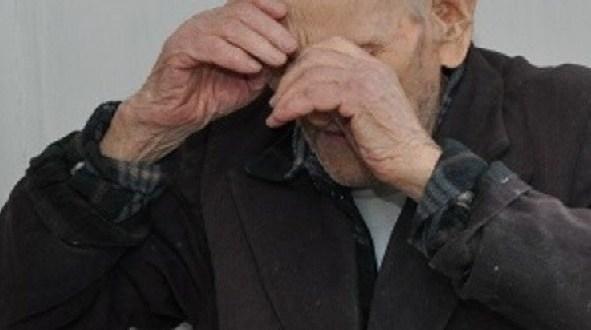 В Алуште пенсионер украл телефон у ребёнка