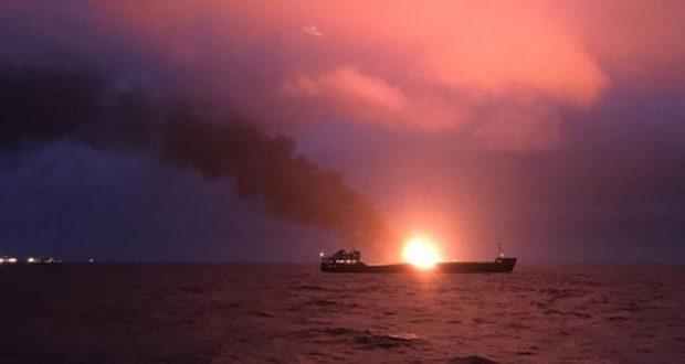 Подробности инцидента с горящими судами в Черном море