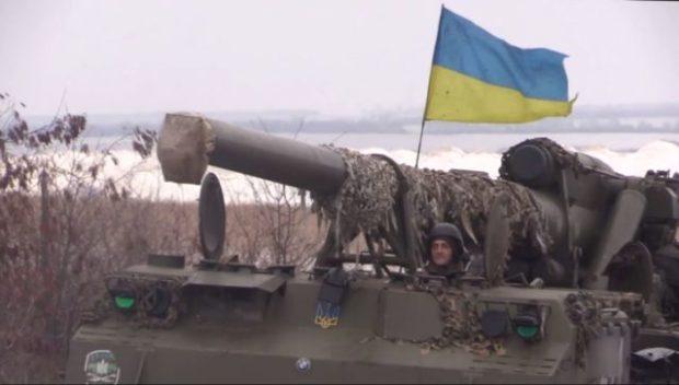 Колонна украинской техники и военнослужащих выдвигается в сторону Крыма