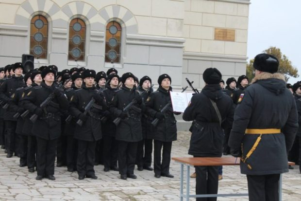 В Севастополе привели к присяге две сотни курсантов - будущих водолазов и коков