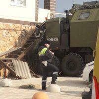 ДТП в Севастополе: военный грузовик потерял управление и врезался в стену дома