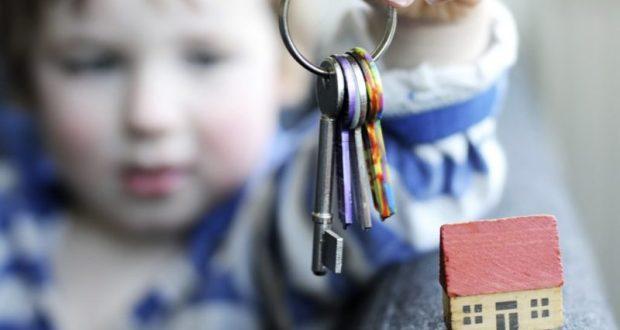 Верховный суд разъяснил правила выселения малолетних родственников