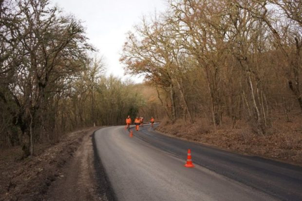 Ремонт дороги Гончарное-Ялта власти Севастополя обещают завершить в течение двух недель