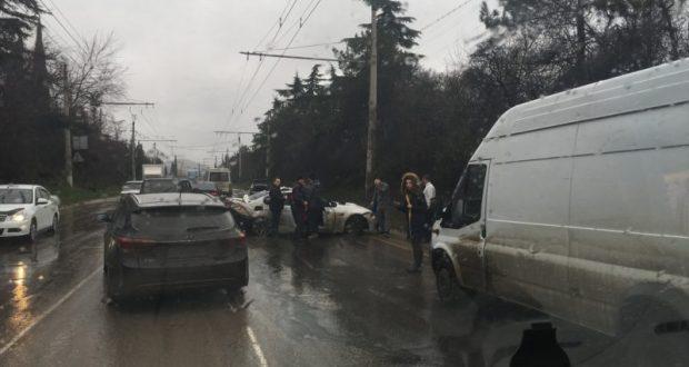 Тройное ДТП на трассе «Симферополь – Ялта». Есть пострадавшие