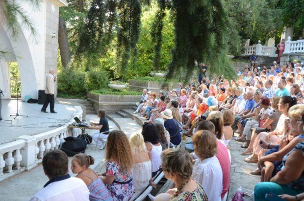 19 марта в Никитском ботаническом саду даст благотворительный концерт Василий Лановой