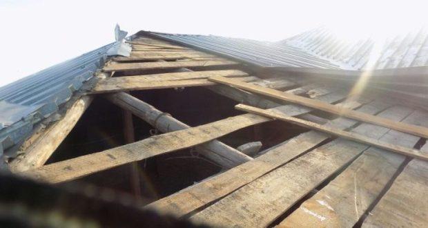 Точно не Санта-Клаус! В Нижнегорском районе грабитель влез в здание, проломив крышу