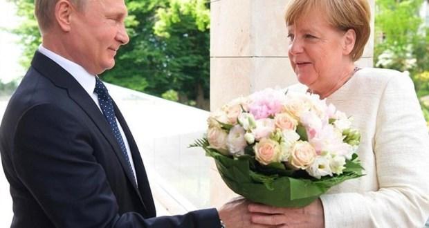 Ангела Меркель, как выяснилось, тоже поздравила крымчан с 8 марта. Своеобразно, но спасибо и за это