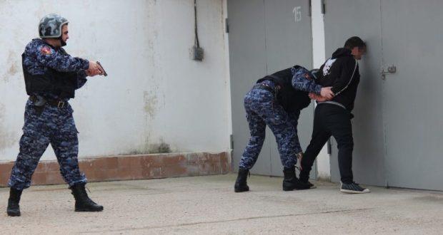 В Севастополе бойцы Росгвардии задержали грабителя
