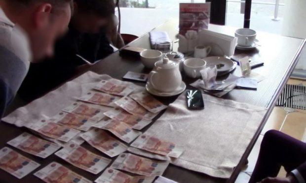 В Симферополе задержали чиновника. Польстился на взятку в 50 тысяч рублей