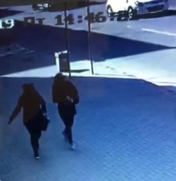 В Симферополе две женщины восточной внешности «бомбят» наивных пенсионеров
