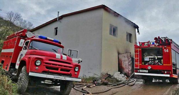 Пожар в Генеральском, под Алуштой: в гараже едва не взорвались четыре газовых баллона