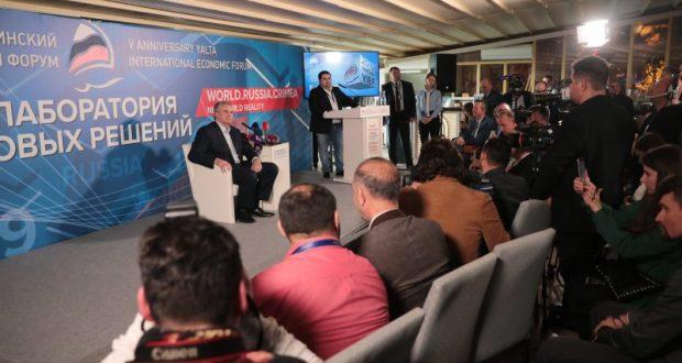 Сергей Аксёнов в рамках ЯМЭФ-2019 ответил на вопросы иностранных журналистов