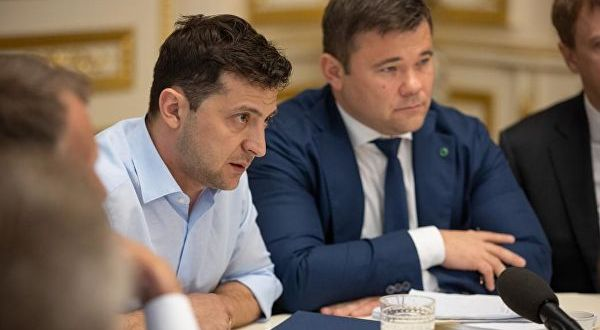 Зеленский к переговорам с Россией не готов, но в его команде референдума на эту тему не исключают