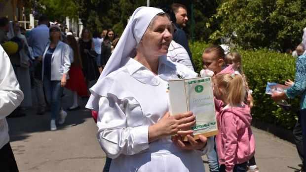В Ливадии прошла благотворительная ярмарка «Белый цветок»