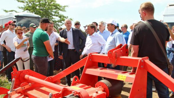 «День поля – 2019»: перспективы республиканского агропрома и Глава Крыма за рулем трактора