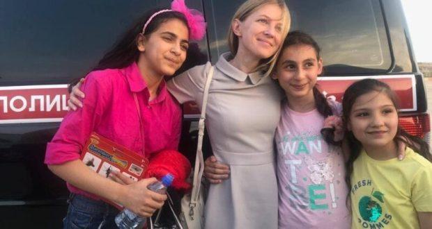 Наталья Поклонская привезла в Россию на отдых и лечение одиннадцать детей из Сирии