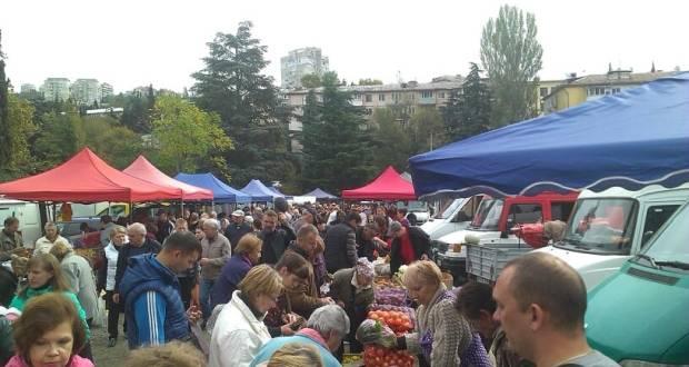 В Ялте решили бороться с высокими ценами на овощи и фрукты ярмарками