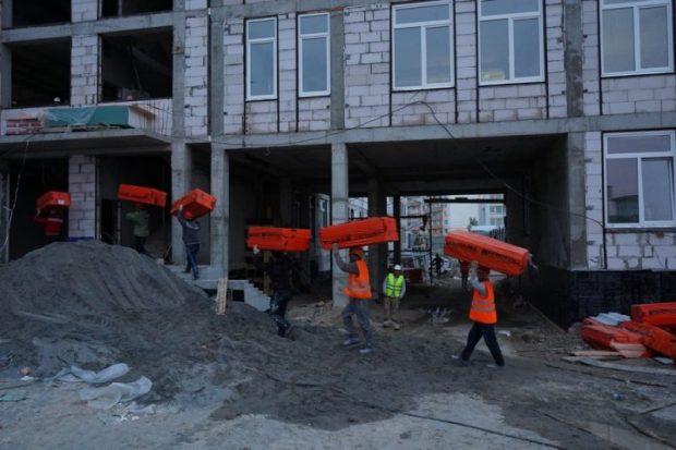 Две новые школы в бухте Казачья строят по графику