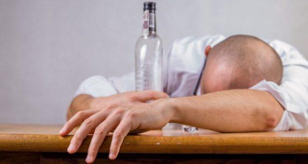 """Когда """"алкоголь в голову"""": в Симферополе пьяный сын намеревался убить мать"""