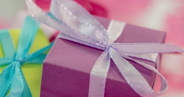 Что подарить друзьям или родственникам на серебряную свадьбу