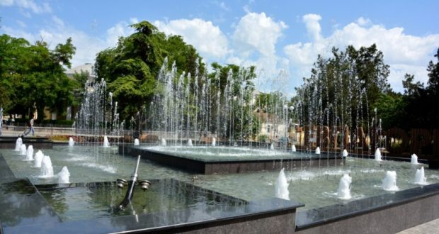 В Евпатории снова работает светомузыкальный фонтан