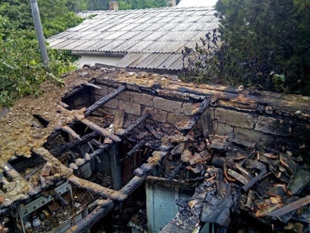Пожар в феодосийском поселке Щебетовка. Горел частный дом