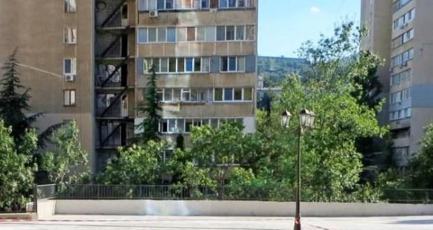 В Ялте девочка-подросток пыталась выпрыгнуть из окна пятого этажа