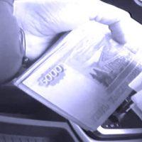 В Керчи на взятке 740 тысяч рублей попались два сотрудника полиции