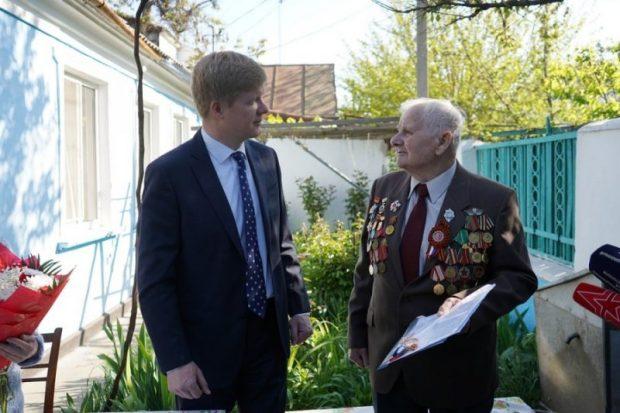 Севастопольскому ветерану вручили ключи от новой квартиры